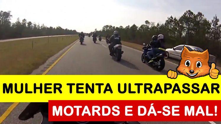 Mulher tenta ultrapassar motards por fora da estrada e dá-se mal